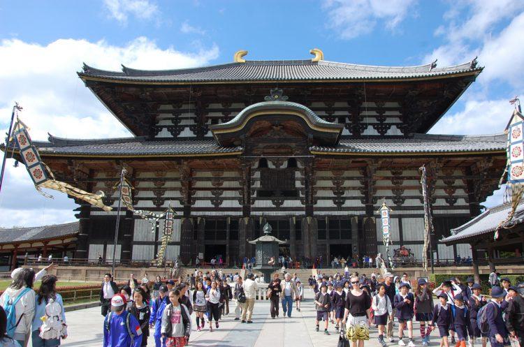 Fascynująca Nara – buddyjskie świątynie i… jelenie